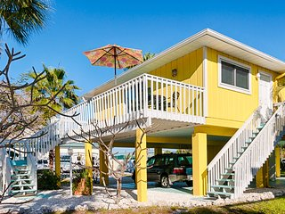 Canary Cottage- 317 Magnolia Ave, Anna Maria