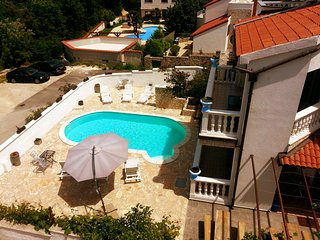 Spacious Villa Apartment. 'A' (125m2) pool and jacuzzi near to the sea (150m)