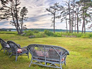 NEW! Charming Pine Point Cottage - Walk to Beach!