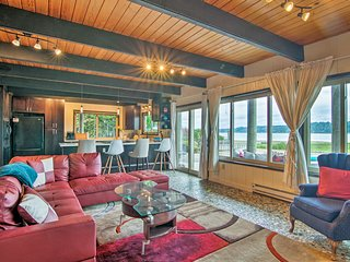 Waterfront Belfair Home w/Puget Sound Beach & View