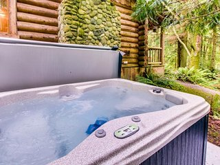 Dog-friendly cabin w/ private hot tub - perfect for a relaxing escape!