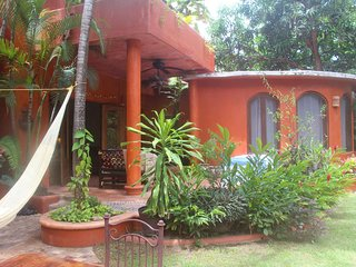 Casa Sophia - Charming, in town, walking distance to the beach! - San Pancho