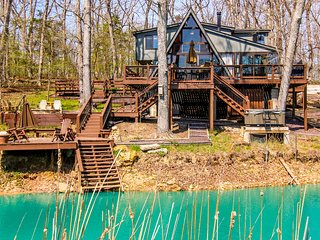 NEW-Innsbrook Chalet w/Big Lakeside Deck+Fire Pit