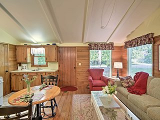Cozy 'Cedar Cottage,' Walk to Peninsula State Park