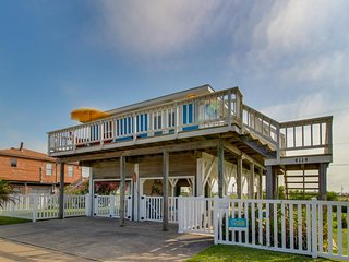 Classic dog-friendly beachside getaway with ocean views and ideal location