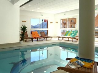 Gentianes : pied de piste et piscine intérieure
