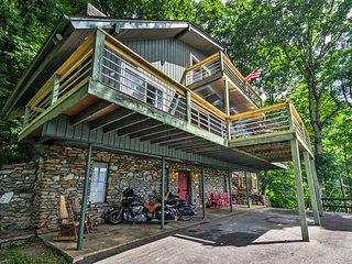 Maggie Valley Home w/Blue Ridge Mtn View & Hot Tub