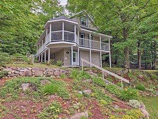 NEW! Magog Lakefront Cottage w/ Wraparound Deck!