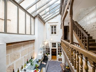 MAISON DE L'OISELIER :  A four stars gem right in the heart of Beaune. ENJOY!