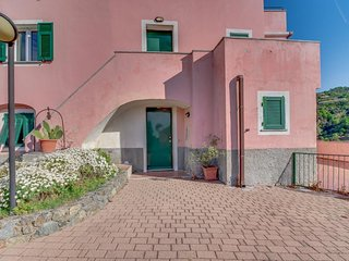 Sweet Italian getaway with balcony and beautiful views of the hillsides!