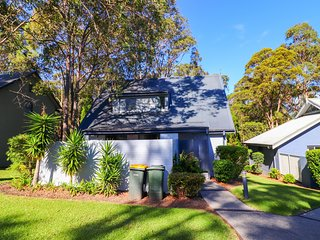 #9 Eucalypt Deluxe Family Resort Cottage - private cottage in Raffertys Resort