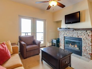 Family-friendly ski-in/out condo w/ pool & hot tub access!