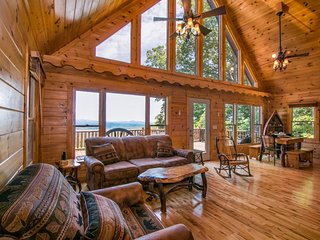 Modern log cabin w/ gorgeous views, game room w/ pool table, foosball, & wet bar