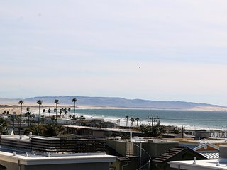 New Downtown Condo with Roof Top Patio, Ocean views, 1 1/2 blocks from ocean!