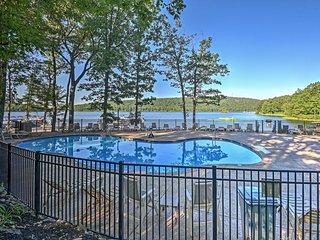 NEW!Lakefront Poconos Penthouse w/Resort Amenities