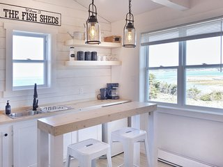New Elegant Oceanfront Cottage-The Fish Sheds-Bessie's Shed