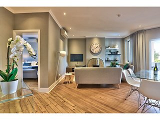 Trendy Green Point Apartment