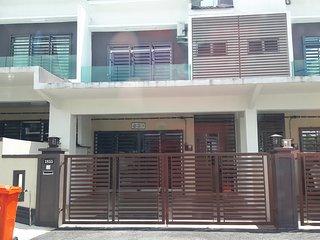 Syazritz Homestay & Guesthouse Senawang