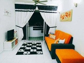PiMai Homestay Penang - Orange