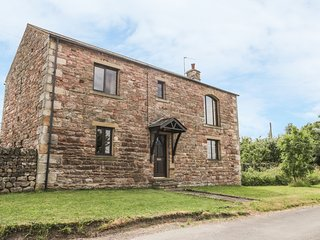 PINFOLD COTTAGE, barn conversion with views, near Kirkby Stephen