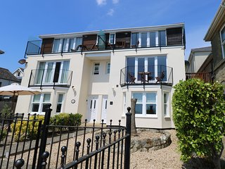 12 ST. JOSEPHS, breath-taking views of the coastline, Ventnor