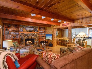 True Tahoe - Classic Cabin on Quiet & Private Half-Acre, Walk to Town
