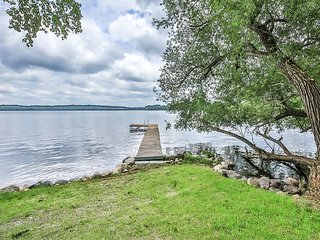 The Otter Place is a lovely 2 bedroom on the shores or Lost lake.