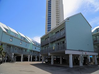 Ocean Reef 601 ~ Prime Location ~ Walk to town ~ Gulf View ~ FREE Wifi ~ hosted