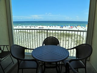 Castaways 2C - Private Balcony w/Living Room & Master BR access