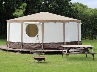 Meadow View Glamping - Yurt