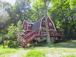 Spacious home - perfect for large groups! Walk to Okemo's Sachem trail!