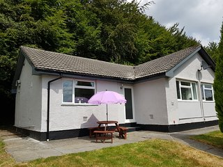 Molly's Folly - spacious bungalow in popular location