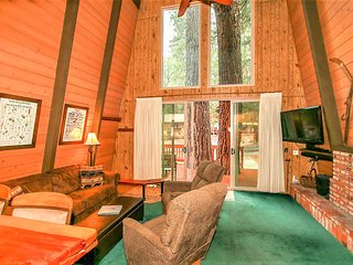 Twin Pines Cabin Knotty Pine 2 BR Ski/Golf Chalet