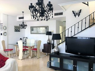 Lovely 3 bed villa on la Marina urb - sleeps 8