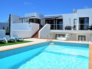 Spacious Villa, Large Heated Pool, Stunning Views