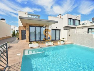 Villa with private pool and roof terrace, 2 bedrooms, 2 bathrooms, 4+2 sleeps