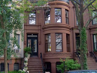 Brooklyn Brownstone (blue room) Homestay