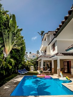 Amazing Private Pool and Yard