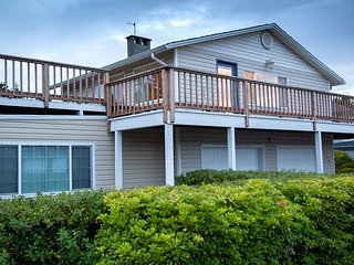 2 Nts FREE! Perfect location! Close to beach/ town, Pets OK, WiFi, deck, BBQ