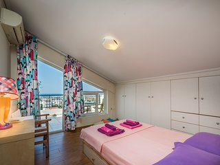 Cosy en-suite penthouse room with fantastic view!