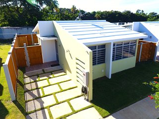 Awesome Beach House Sleeps 7. Walk to Beach, Pool & Everywhere. No Car Needed.