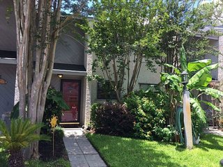 Spacious and Convenient Townhome - Short and Long Term Rentals