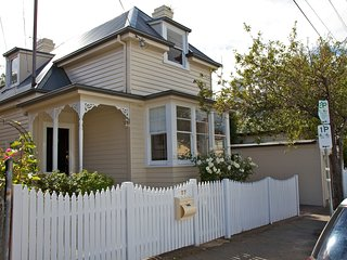 Strahan House, four bedrooms, sleeps nine, WIFI and Netflix, North Hobart