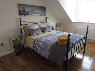 Apartment 4 - Stylish 2 bedroom, second floor luxury apartment
