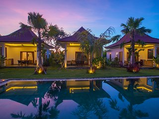 Balangan Surfer Village in huge tropical garden with big pool w/ breakfast