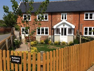 MULBERRY COTTAGE, semi-detached, private garden, off road parking, in Hadleigh,