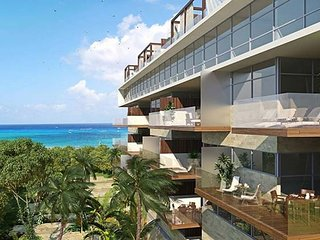 One of a Kind Condo just steps from Mamitas Beach + FREE Internet + JACUZZI