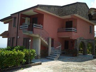 villa a 4 km dal mare  (appart. n 2 piano terra)