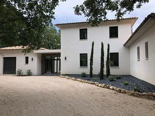 Villa D'architecte, close to Chateau La Coste Winery