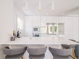 Brand new kitchen, Studio Italia lighting, comfortable stools for your meals